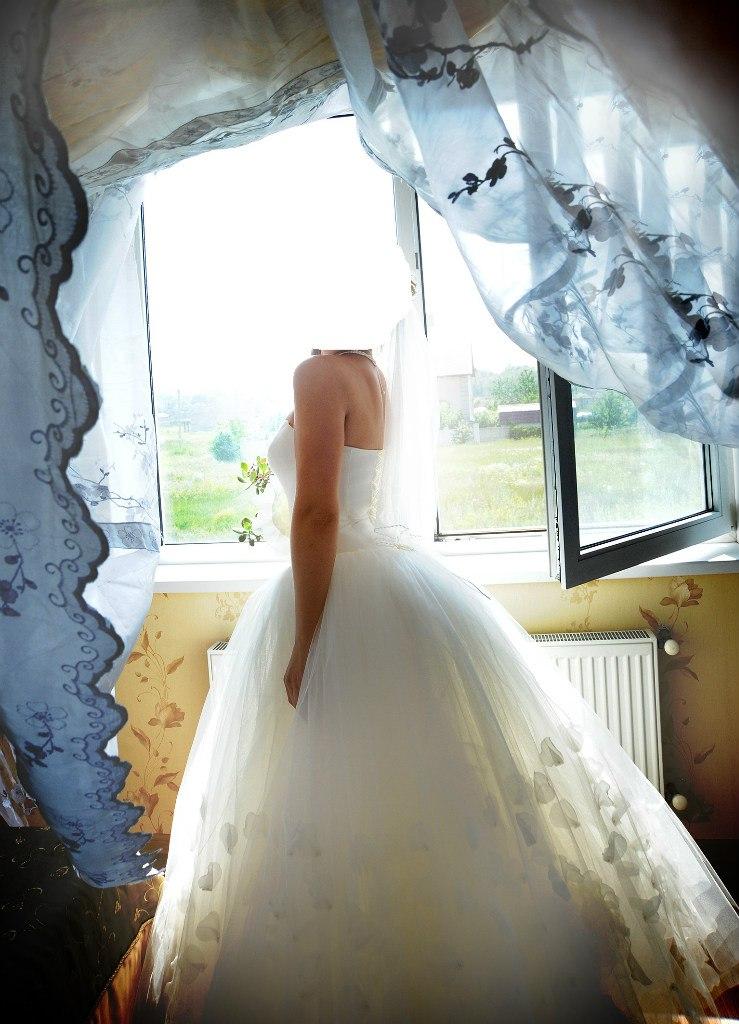 Свадебные платья с лепестками