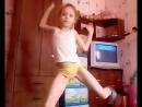 Я я танцую дома.