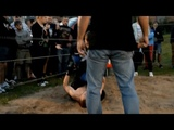 Русский Школьник вырубил бойца боев без правил The school student knocked out the fighter