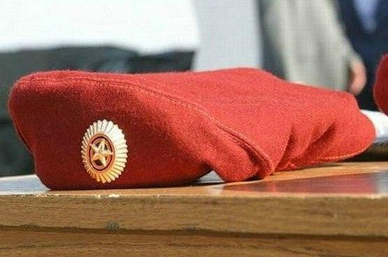 Цвет крапового берета соответствует цвету погон военнослужащих внутренних войск, цвету крови военнослужащих...