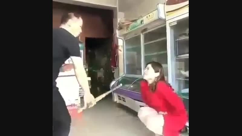 Cuntbusting w sklepie