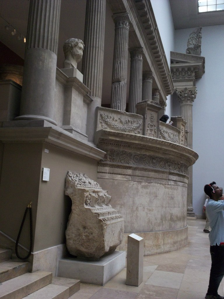 Елена Руденко. Германия. Берлин. Музей Пергамон. 2013 г. июнь. HCYvLN52Aw4