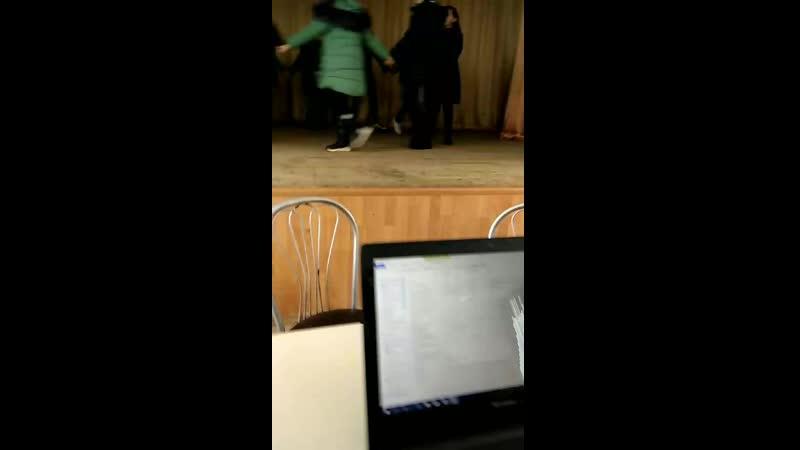 суровые условия репетиции в актовом зале зимой