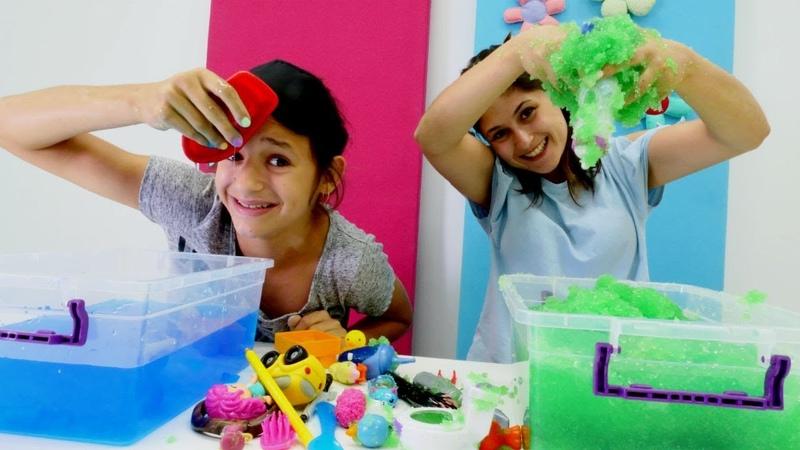 Oyuncak Challenge. Ayşe ve Asu Ela jel içinde objeleri arıyorlar