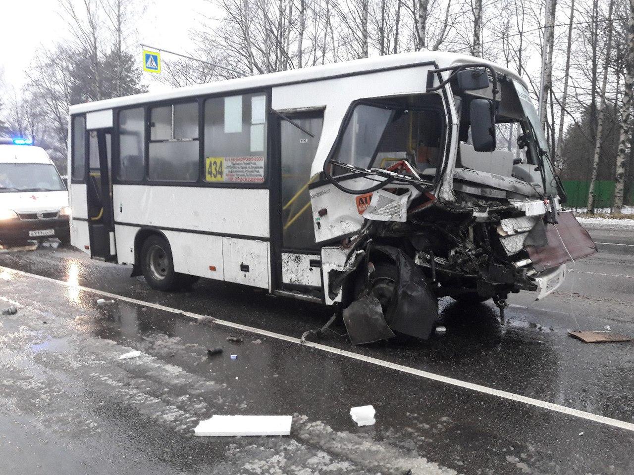 НаВыборгском шоссе случилось печальное ДТП смаршруткой