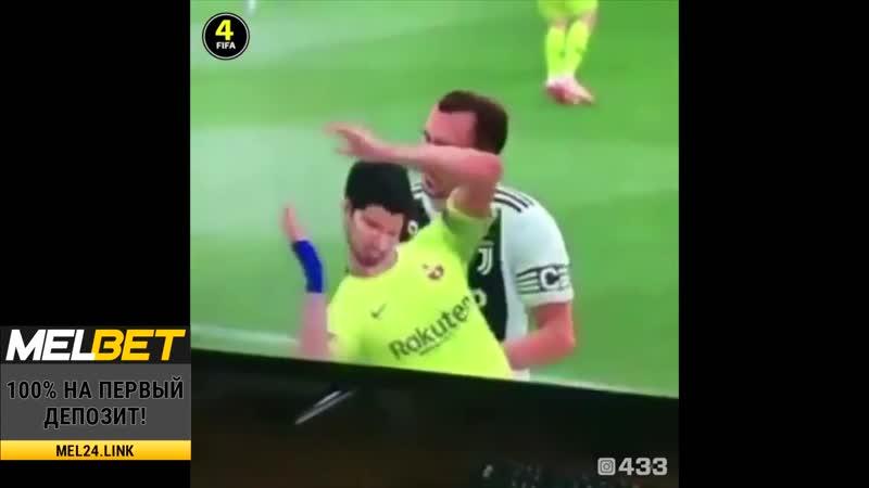 Кьеллини укусил Суареса в ФИФА19