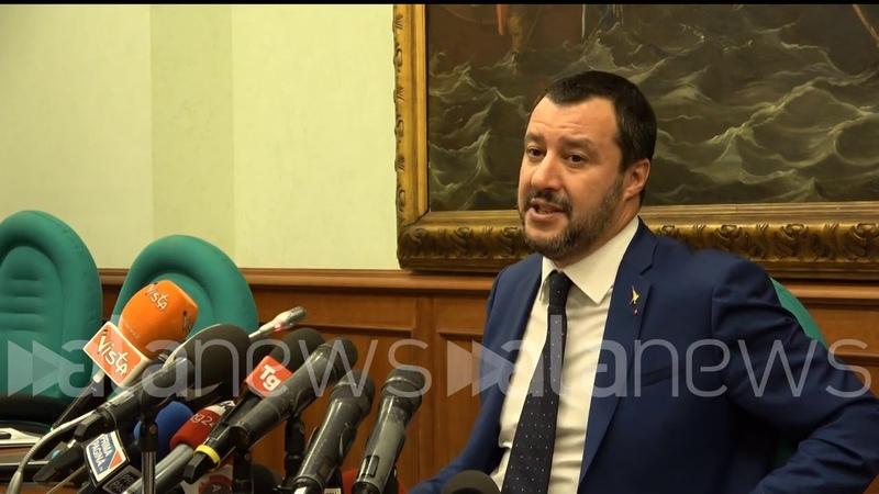 Dl sicurezza, Salvini legge notizia in diretta: Oltre 140 odg al testo? Faremo notte