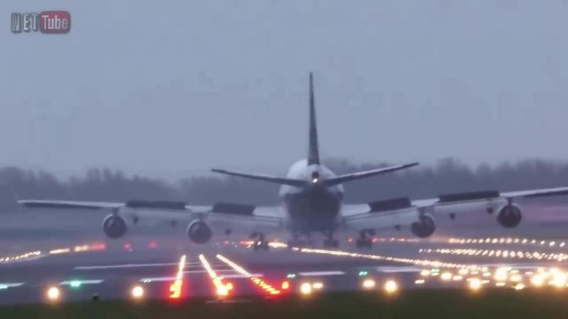 Avi__es_Aterrissagens_PerigosasPousos_de_Emerg__nciaDangerous_airplane_crosswind_landing_(MosCatalogue.mp4
