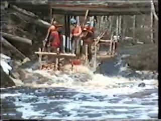 Сплав по реке Уукса на деревянных плотах в мае 1997 года