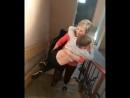 Елена на руках переносит сына