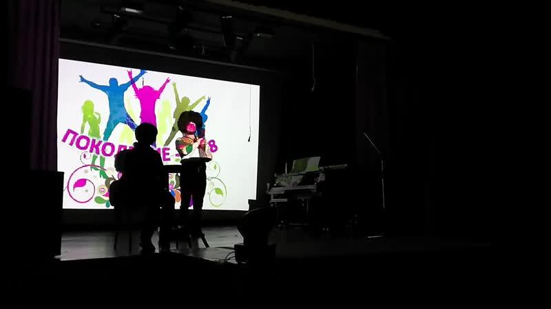 Миша Матюхин со своими родителями разыграли сцену из комедии Кавказская пленница