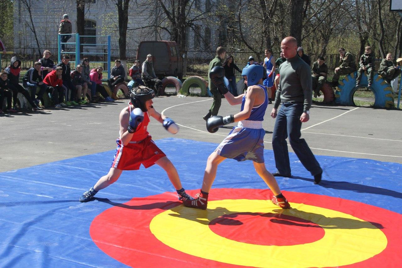 Бокс в Покровском детском доме