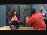 Лиза_Энн_показала_голые_огромные_сиськи_засвет_большую_грудь_порно_секс_бразерс_Lisa_Ann_porn_sex_brazzers_big_tit_boob_huge_HD[