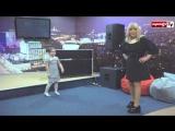 Алла Пугачева занимается с ребенком творческий процесс