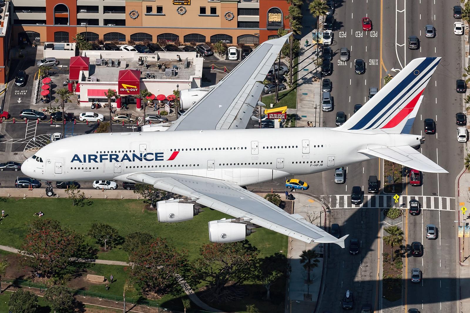 Уникальные съемки захода на посадку Airbus A380 сверху