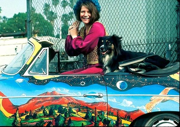 Фото Дженис Джоплин в крутом Porsche 65-го года со своим псом по кличке Джордж. 1968 год