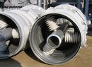 На фотографии ниже представлен один из повышающих трансформаторов.  Выходное напряжение - 220кВ.