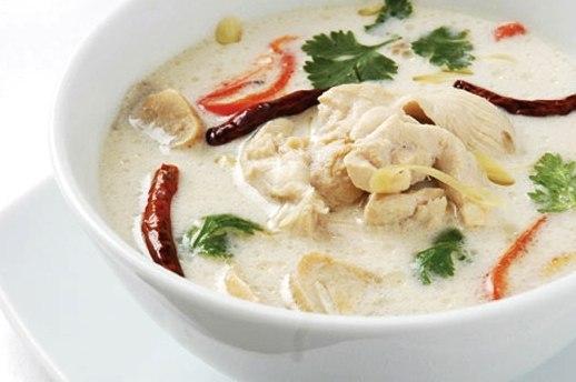 Куриный суп с кокосовым молоком.