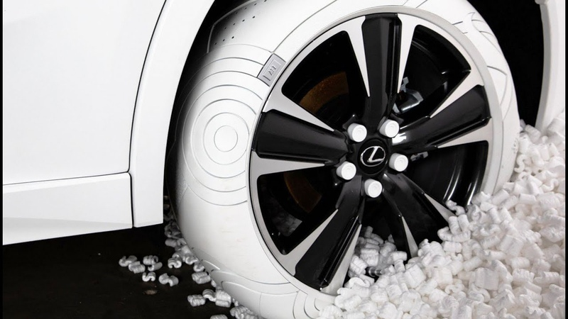 Lexus UX Nike Air Force 1 - the car with white tires