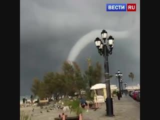Очевидцы сняли на видео водяной смерч у побережья Кипра