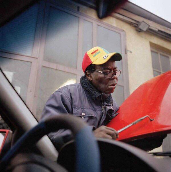Африканский король, работающий автомехаником в Германии Король Банса или Тогбе Нгорифия Кифа Коси Банса является верховным правителем территории Хохо в Гане.Помимо 200 тысяч подданых, своим