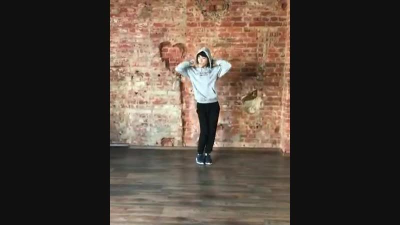 이상훈 Lee Sang Hun - - Dancing to Twice Heart Shaker - - he is rumoured to part of bighit new boy group