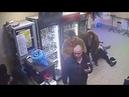 Баба мечты хрупкая продавщица двумя ударами успокоила пьяного дебошира