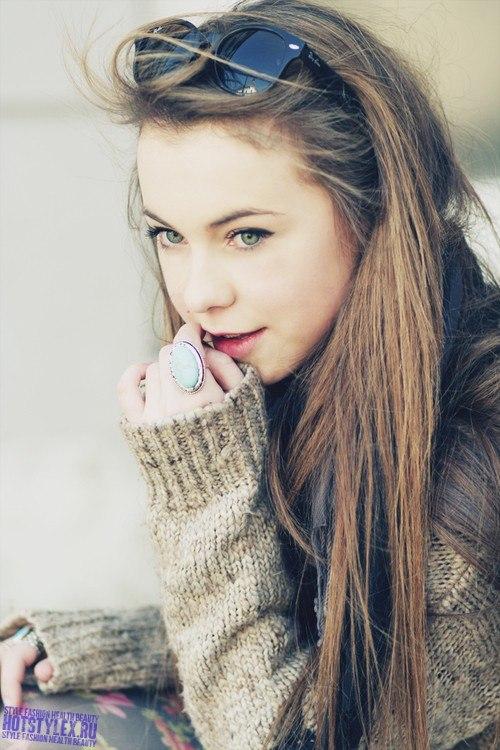 Красивые молодые девушки на аву