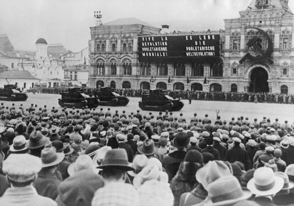 Москва. РСФСР. СССР. 1 мая 1932 г.Первомайский парад на Красной площади.