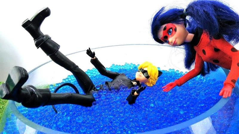 Poupées Chat Noir et LadyBug en français pour enfants: en aquarium
