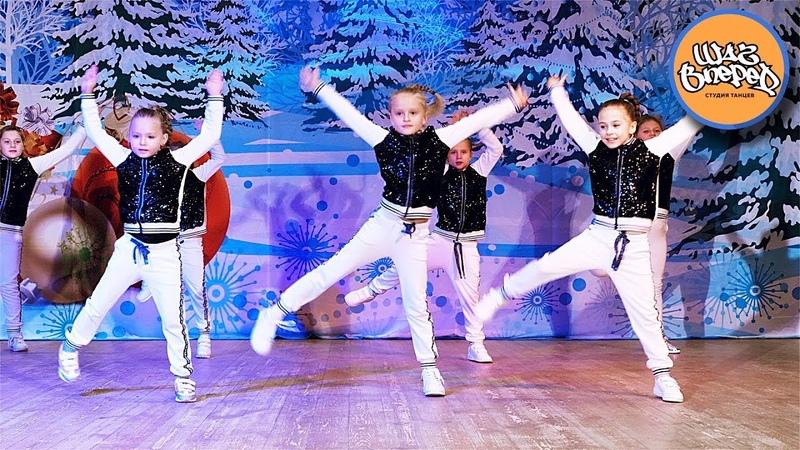 Зажигательный современный спортивный танец учеников школы танцев Шаг Вперед