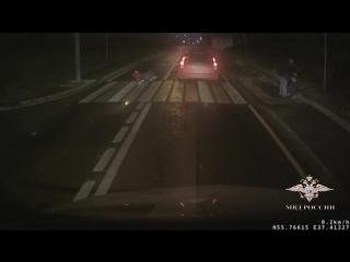 Сотрудники ГИБДД задержали водителя, скрывшегося с места ДТП после наезда на женщину с ребенком.mp4