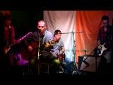 Группа Ассура-Кирпич в стене