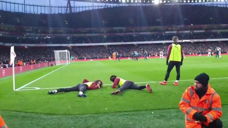 Arsenal vs Manchester United Guendouzi Alex Iwobi Ducks For Fans As Aubameyang Takes Penalty