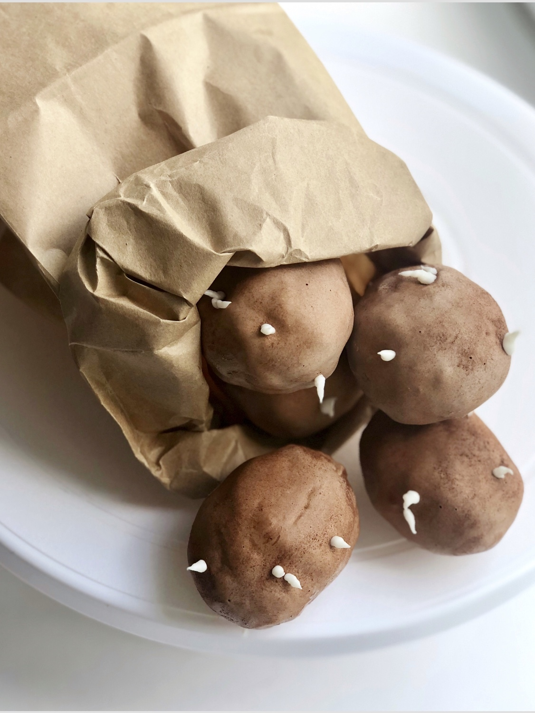 Всем знакомое пирожное «Картошка» в новом реалистичном дизайне