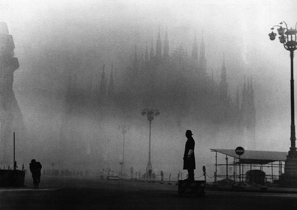 Фото Миланского собора в тумане, 1960-е.