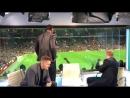 Rio Ferdinand and Paul Scholes react to Alexis Sanchez's winner against Newcastl