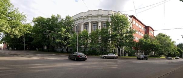 17-й корпус ТСХА. Тоже отреставрирован только с фасада.  7 июля 2018