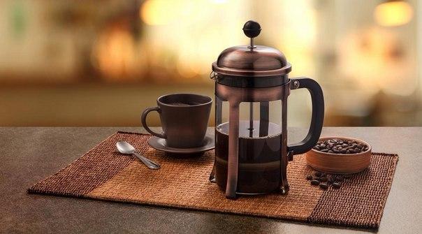 Френч-пресс для кофе – простота приготовления в небольшой упаковке.