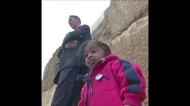 Самый высокий мужчина и самая маленькая женщина в мире