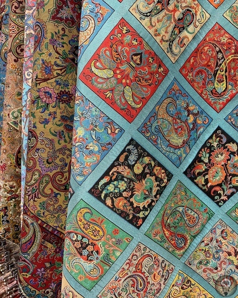 Терме В Иране терме считается самой изысканной тканью ручной работы. На протяжении многих веков изготовление и использование терме в одежде и декоре отражало художественную составляющую иранской