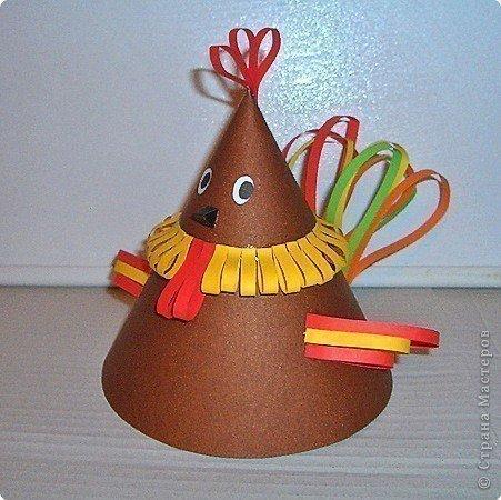 Как сделать новогоднюю игрушку из цветной бумаги и картона