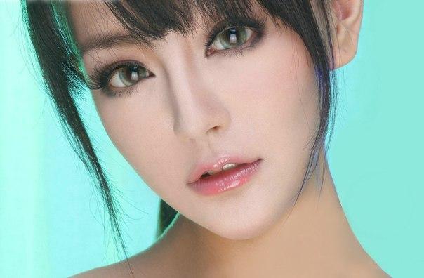 Цветные увеличивающие глаза линзы