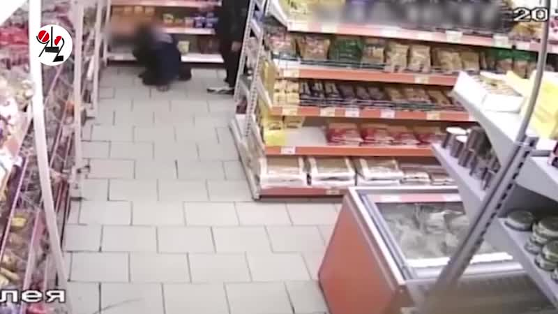 Малолетки спрятались и потырили сиги в супермаркете. Real video от Шеремета