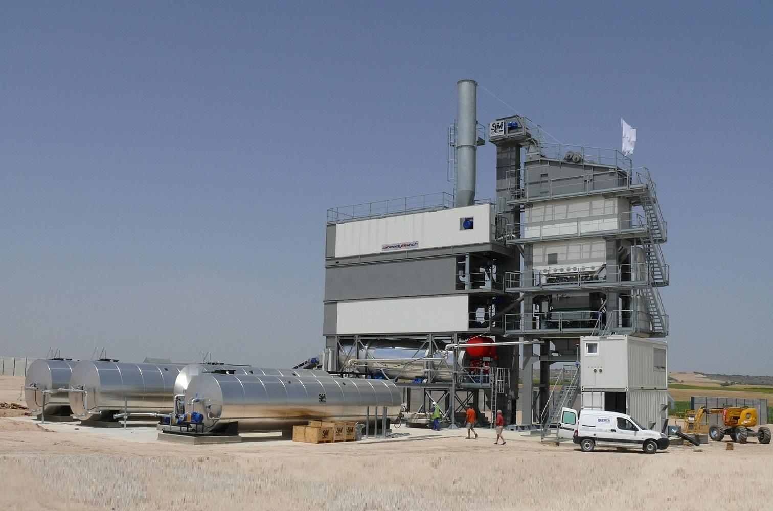 В Хабезском районе появился асфальтосмесительный завод