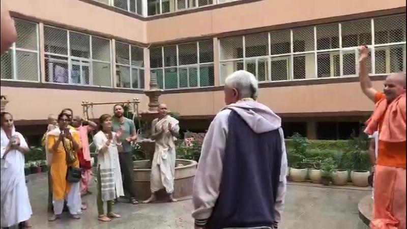 Чайтанья Чандра Чаран прабху, преподаватель Вайшнавской Академии прибыл во Вриндаван