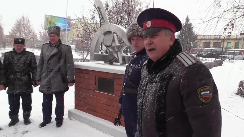 Казаки против фашистского памятника в городе Россошь