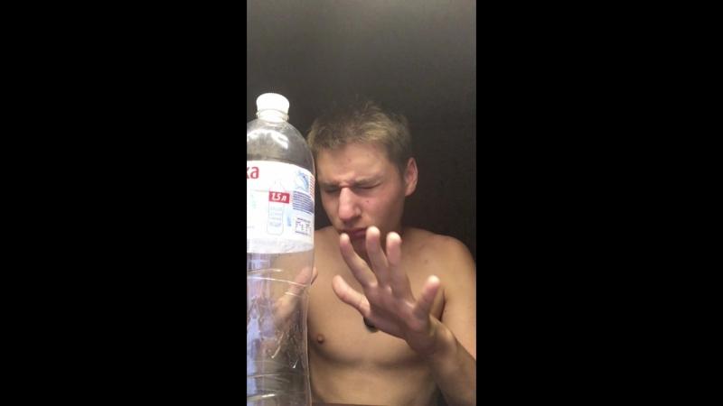 пытаюсь двинуть бутылку силой мысли