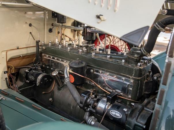 Четырёхместный кабриолет «Оберн» 8-120 1929 года.