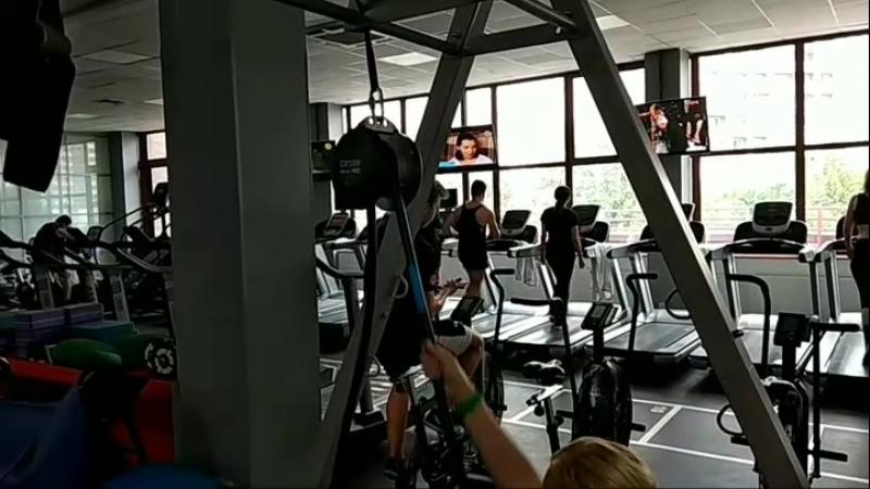 Functional training 🏋️🆙 Упражнение в тренажёре Revvll Pro Aerobis Fitness Equipment сидя на фитболе🆕💪